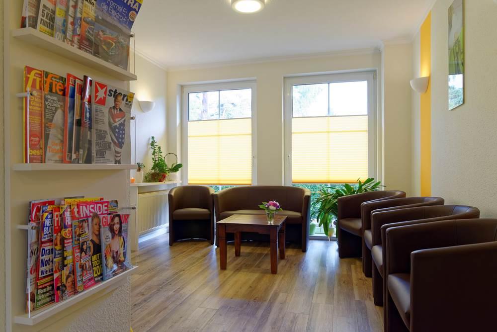Der Wartebereich in der Zahnarztpraxis Dr. Kleyer